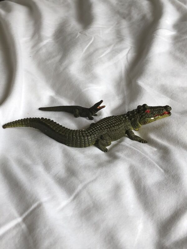 1972 Old Vintage Britains Ltd Crocodile Moving Jaw Mechanism Toy With Baby Croc