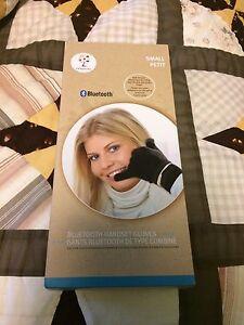 Bluetooth Handset Gloves by GadgetTree