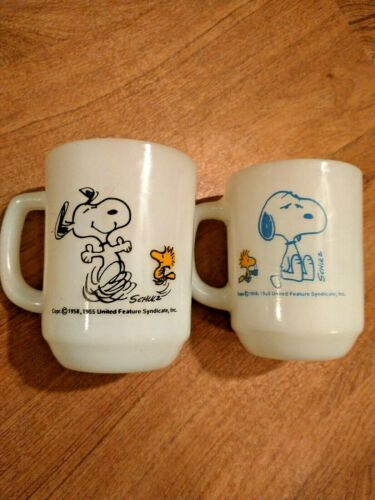 Vintage Snoopy Woodstock Peanuts Fire King Milk Glass Mug Lot Of 2