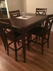 Bar high dinning table + 4 chairs