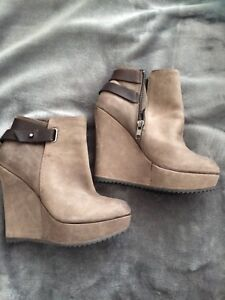 ALDO Taupe Grey Leather Wedge Boots - size 7