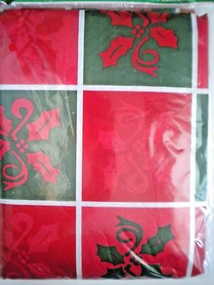 RED & GREEN HOLLY SQUARES 52
