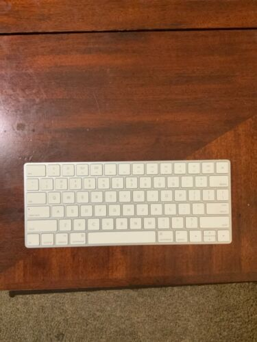 APPLE RECHARGEABLE WIRELESS MAGIC KEYBOARD 2 (A1644) MLA22LL/A used
