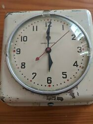 Vintage Mid Century General Electric Model 2H08  Kitchen Wall Clock USA metal