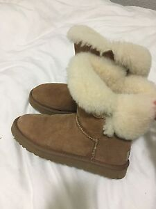 Size 7 Ugg boots
