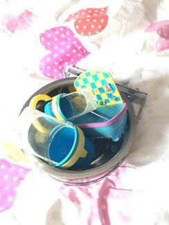 Bird food & water bowls