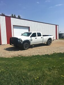 2013 Ram 3500 5.7 Hemi  Looking to trade for a diesel