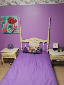 Twin size 4 poster bed - great condition