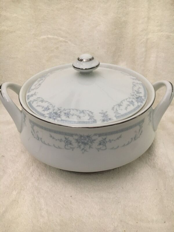 VINTAGE SHEFFIELD CHINA ROUND COVERED SERVING DISH