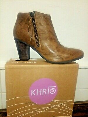 Brand New Tan Leather ankle boots size 41. Made in Italy by Khrio.