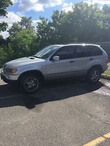 BMW 2001 X5 EXCELLENT RUNNING CONDITION MINOR DAMAGE