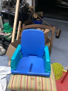 Toddler booster chair for feeding