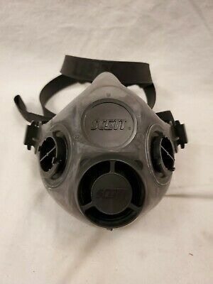 Scott Safety Xcel Half Mask Respirator 7421-114 Large New In Package