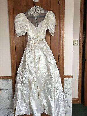 1980s Vintage Jessica McClintock Wedding Gown & Bridal Veil, Stunning