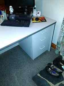 Office desk large Elizabeth Town Meander Valley Preview