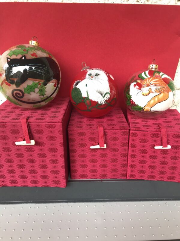 Set of 3 Chase Inside Art Christmas Cats Ornaments