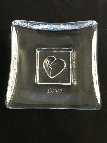 KOSTA BODA- BERTIL VALLIEN- SATURDAY HEART / FACE LOVE GLASS SMALL DISH/WEIGHT