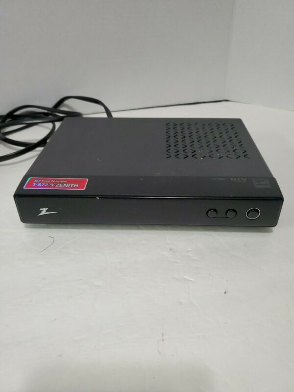 Zenith Digital TV Tuner Converter Box Model No. DTT901 Complete With Remote.