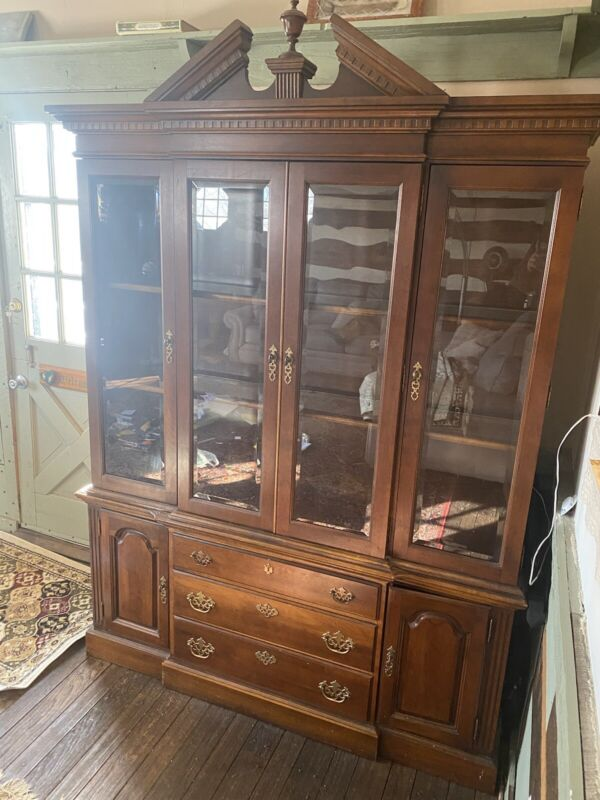 Solid Mahogany Wood Display china Cabinet w/4 Glass Doors Antique top & bottom