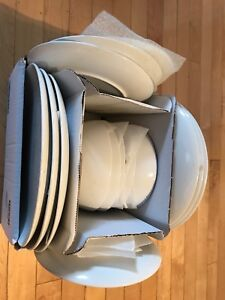 White IKEA dishes - Set de vaiselle