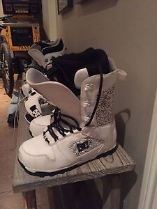 Snowboard gear. Boots/bindings