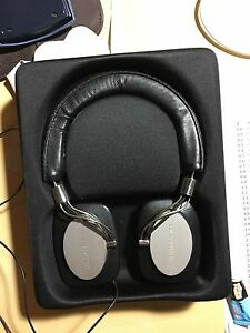 Bower & Wilkins P5 headphone