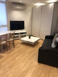 Southbank fully furnished 2Br apartment private room available now