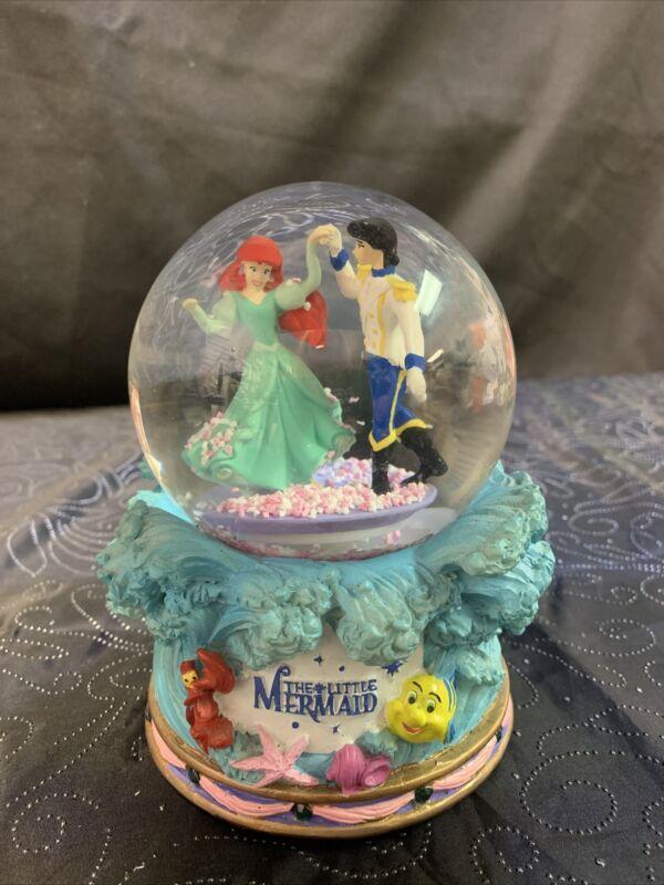 the little mermaid Ariel & Eric Musical snow globe