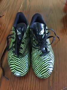 Kids size 5 adidas soccer cleats