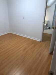 2 rooms available for rent near Shopper's World Brampton.