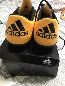 Woman's size 7 outdoor soccer pack
