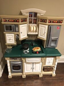 Kids Play Kitchen ***great condition and clean***