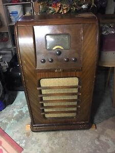 Westinghouse radio broadcast receiver. Model 823