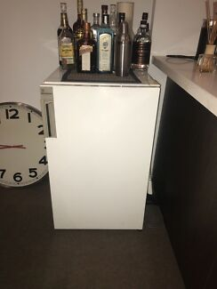 Free bar fridge, outdoor chairs & microwave