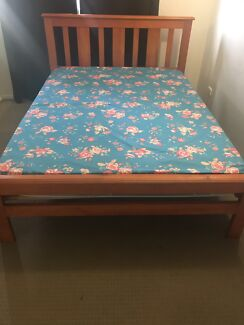 Bed frame and mattres (Queen size)
