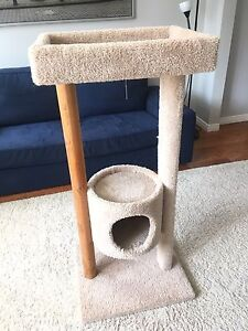 Cat scratching post with a house
