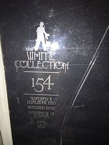 White collections snowboard