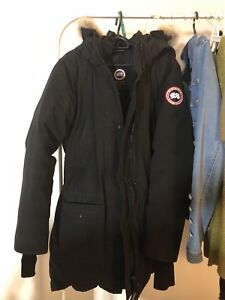 PERFECT CONDITION!!Selling Canada goose women parka