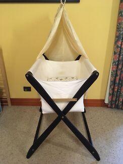 Cariboo folding bassinet