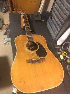 Yamaki Acoustic Guitar
