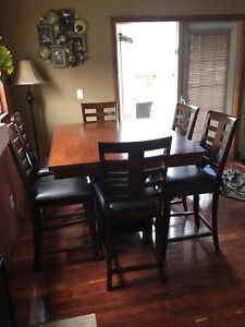 Dining Room Table and Chairs $400