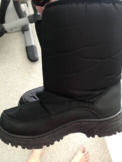 Adult snow shoes/boots - size 9 / euro 41