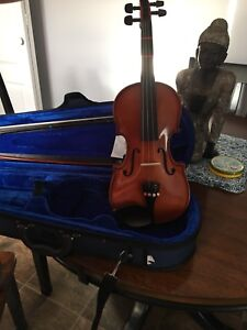 Violin 1/2 size used 2 months.