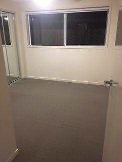 Room for Rent, Birkdale, VERY Close to shops and Transport