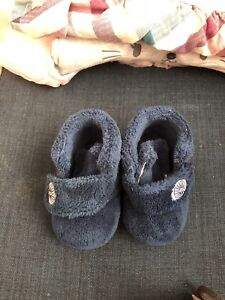 Ugg unisex size 2/3 baby excellent condition