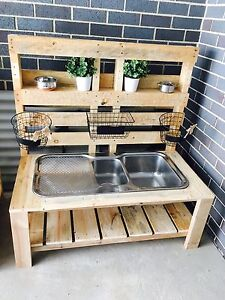 Pallet mudkitchen for kids! Crace Gungahlin Area Preview