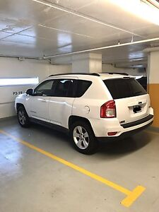 Jeep Compass 4 doors and 2 whiles