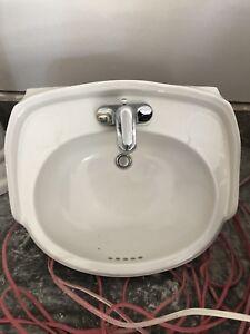Pedestal Sink/Faucet