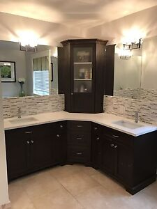 Double vanity, incl sinks, faucets, mirrors and light fixtures