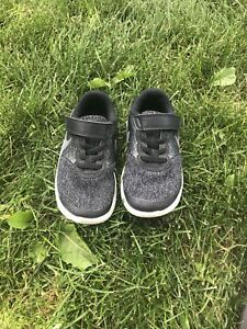 Boys Nike 10.5c Runners - Excellent condition